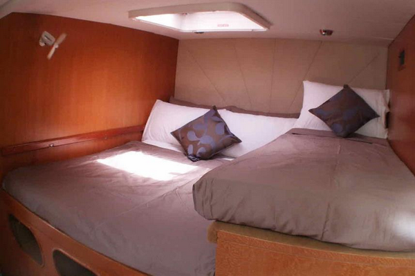 Features of Australia Shore Thing Catamaran cabin and deck - double with single cabin