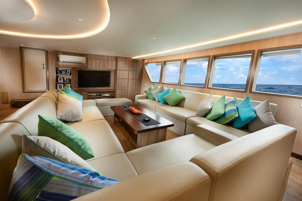 Features of Indonesia Gaia Love cabin and deck - saloon