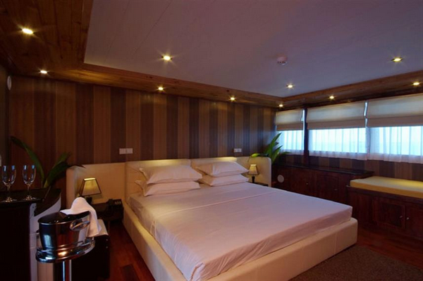 Features of Maldives Emperor Leo liveaboard cabin review