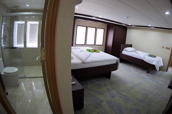 Features of Maldives Emperor Serenity liveaboard cabin review