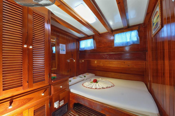 Features of Maldives Felicity liveaboard cabin and deck