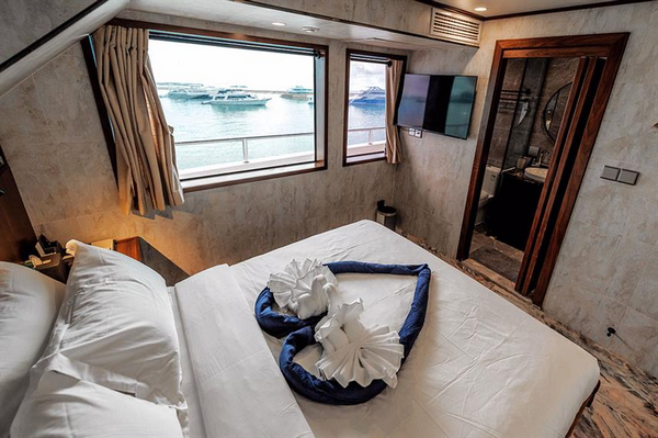 Features of Maldives Infinity X liveaboard cabin review