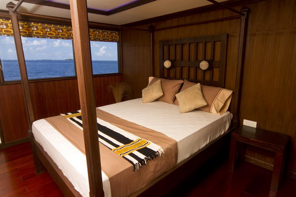 Features of Maldives Ocean Sapphire liveaboard cabin review