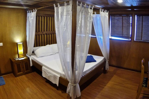Features of Maldives Sachika liveaboard cabin review