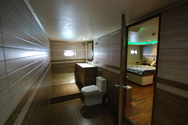 Features of Maldives Soleil 2 liveaboard cabin review