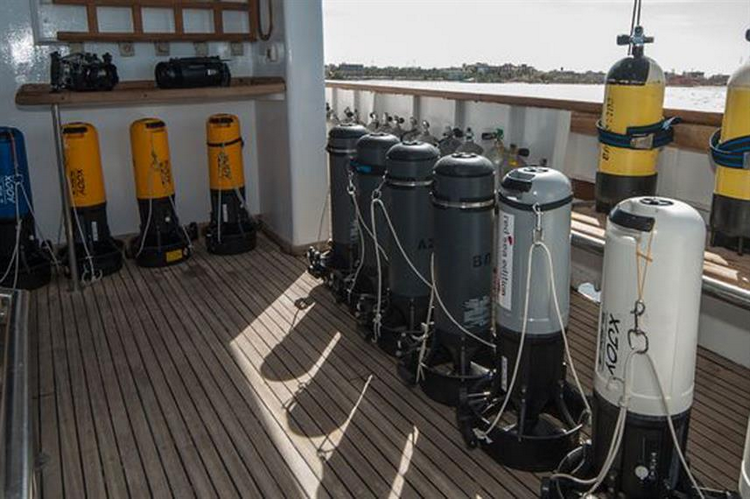Liveaboards with underwater scooters
