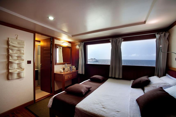 Features of Maldives Duke of York liveaboard cabin review