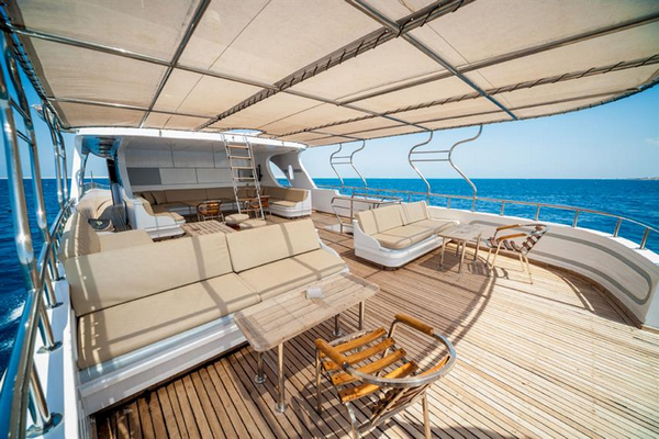 Review of the Golden Dolphin affordable liveaboard Egypt