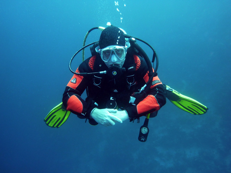 Scuba Diving Safety Equipment - Stay Safe Diving