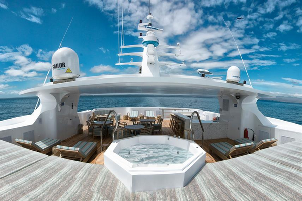 The 4 best luxury dive liveaboard Galapagos - Dive in Luxury & Comfort
