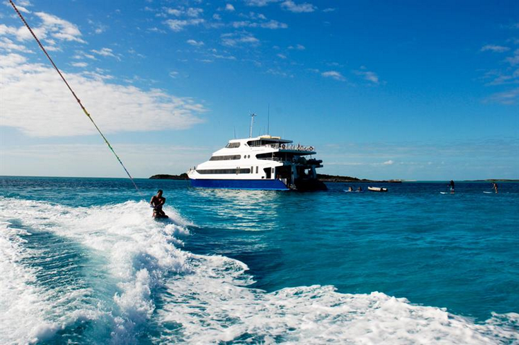 What are the pros and cons of the Bahamas Aqua Cat Liveaboard
