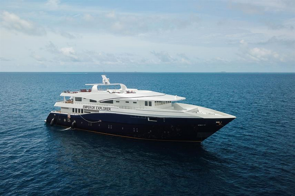 What to expect on your first liveaboard scuba diving trip large